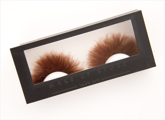 Make-up-Store-Brown-Feather-lash-art