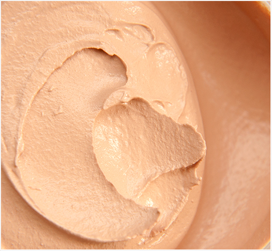 Max-Factor-Whipped-Cream-Foundation-40-Ivory