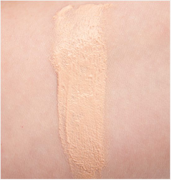 Max-Factor-Whipped-Cream-Foundation-Ivory-40-Swatches