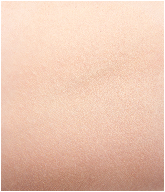 Max-Factor-Whipped-Cream-Foundation-Ivory-40-Swatches002