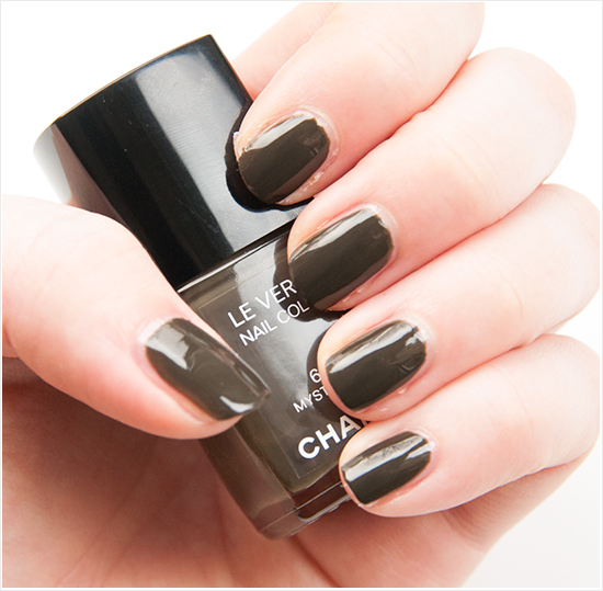 Swatches Chanel Le Vernis Mysterious