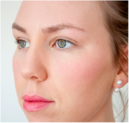 Chanel-Rendez-Vous-Rouge-Coco-Shine-Applied
